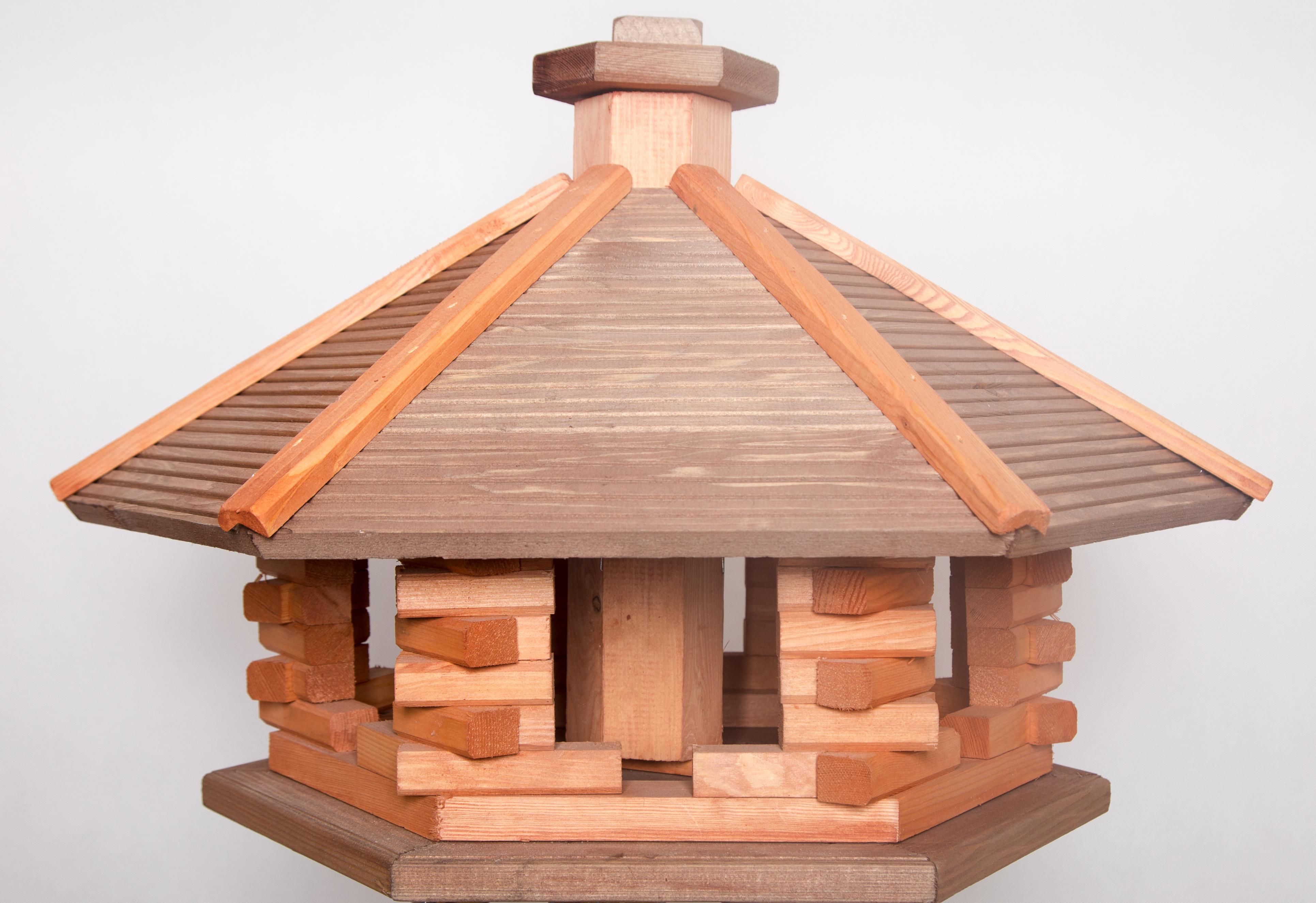 Gro e vogelhaus aus holz mit futtersilo masuren souvenir for Grosse esstische aus holz