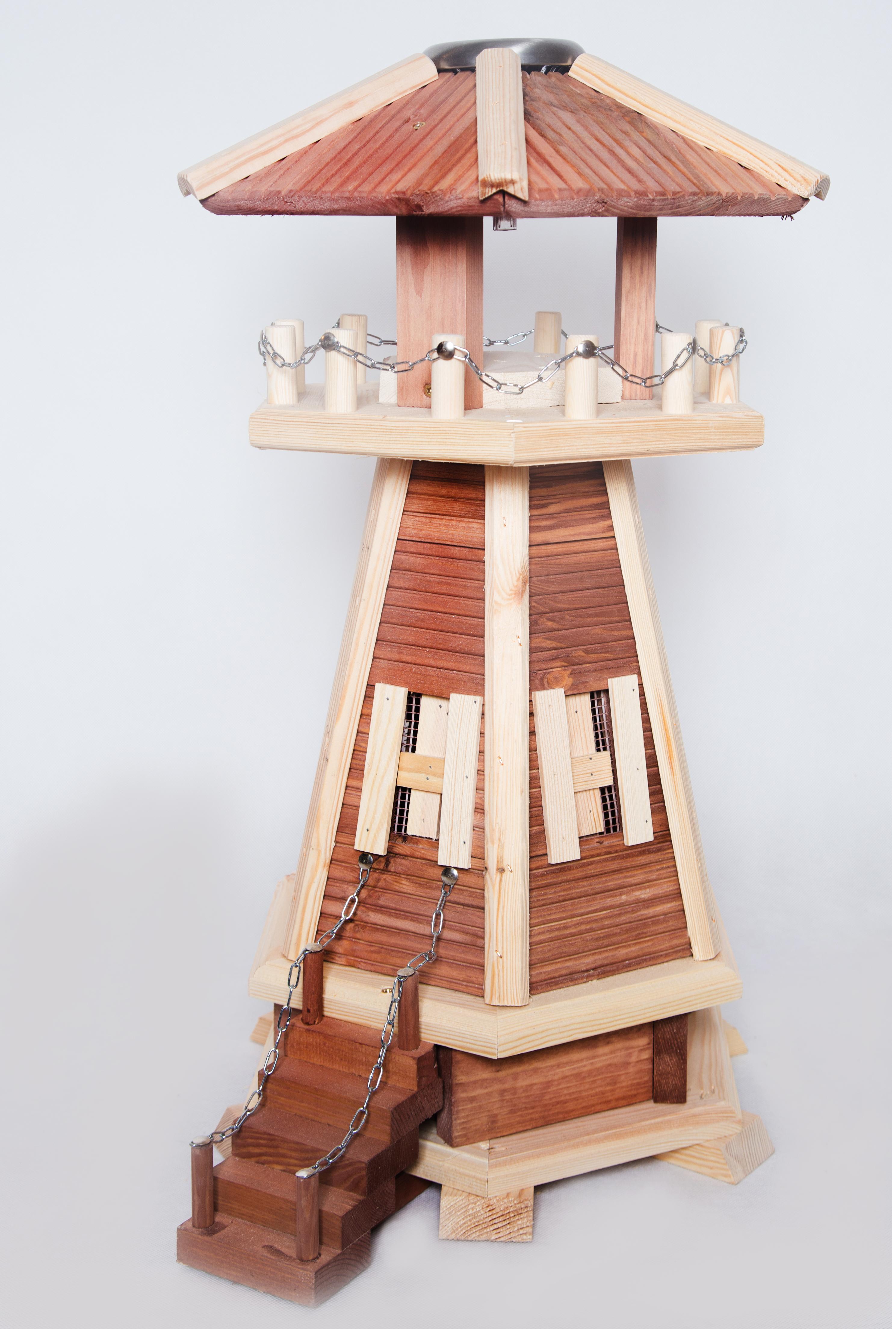 Kleine leuchtturm aus holz masuren souvenir for Kleine schreibtische aus holz
